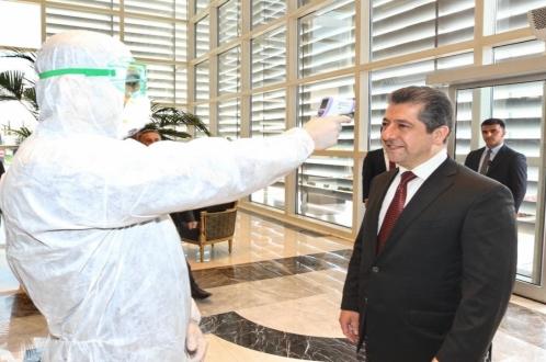 صور.. مسرور بارزاني يخضع للفحص الطبي الخاص بفيروس كورونا بمطار اربيل